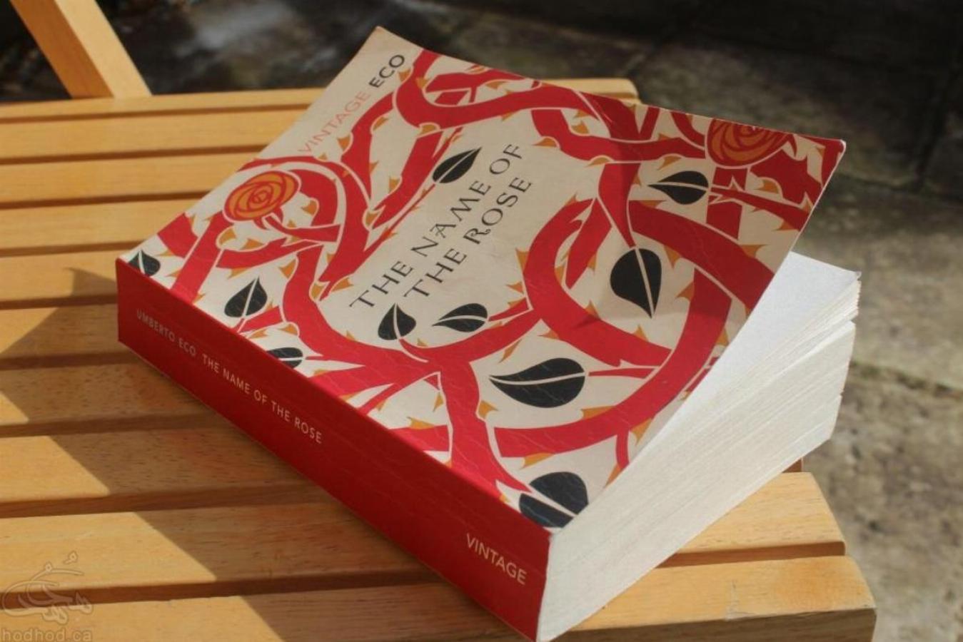 معرفی کتاب: نام گل سرخ اثر اومبرتو اکو