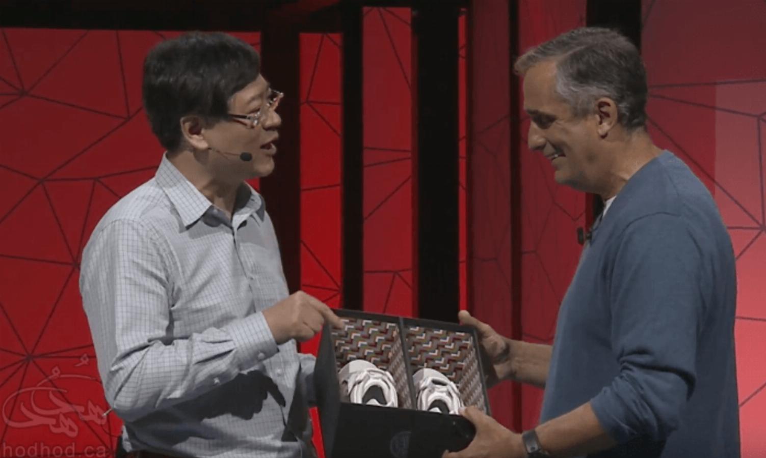 لنووو از جدیدترین محصول خود، کفش های هوشمند رونمایی کرد