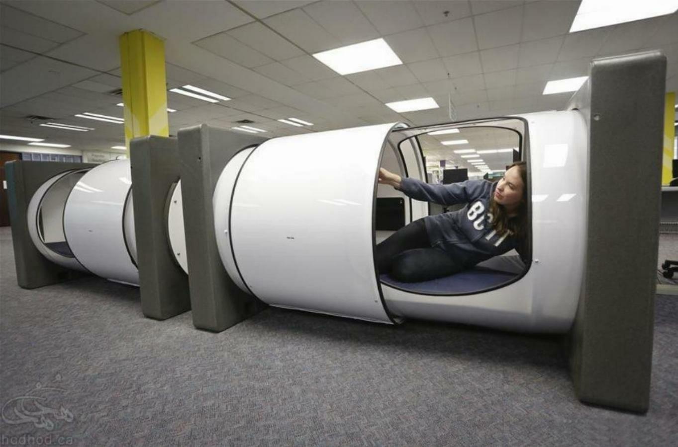 کپسول خواب در کتابخانه برای دانشجوهای موسسه تکنولوژی بریتیش کلمبیا