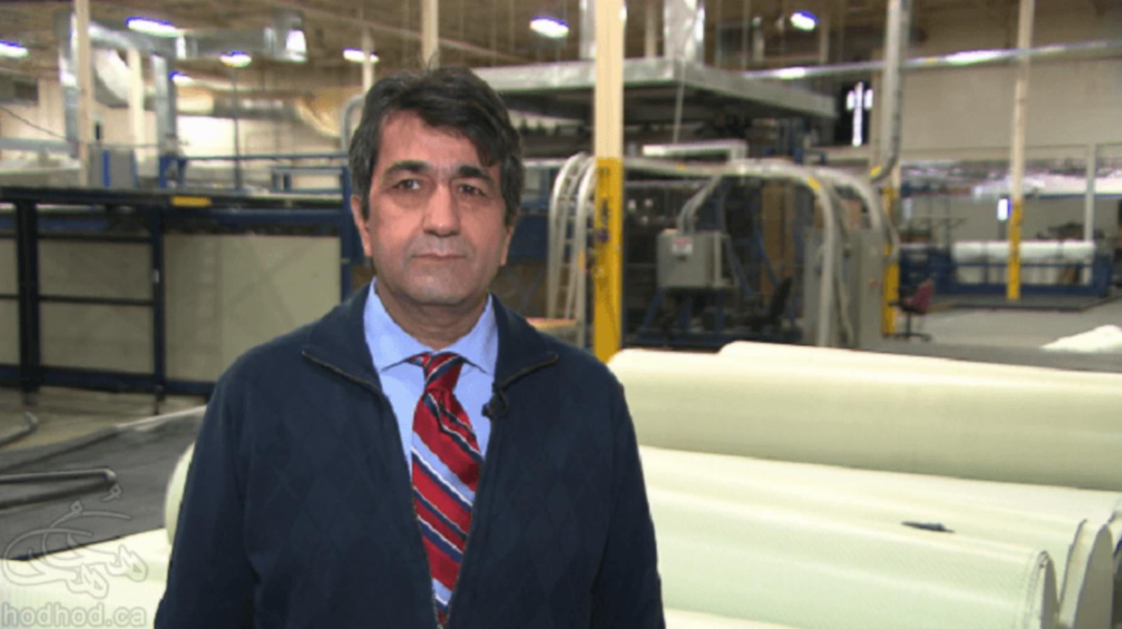 دکتر حسین برازقی کارخانه دار مونترالی در مصاحبه با رادیو کانادا از دولت کانادا به دلیل نداشتن ارتباط با ایران انتقاد کرد